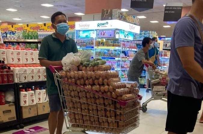 Gom hàng siêu thị có bị phạt không?